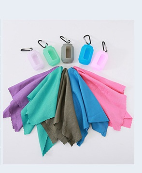 bystrosohnushhee polotence cold towel v silikonovom chehle 40 h 40 sm 03 - Быстросохнущее полотенце Cold Towel в силиконовом чехле 40 х 40 см