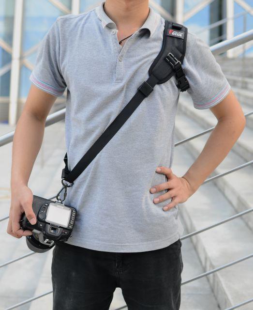 plechevoj remen focus f1 dlja kamery 03 - Плечевой ремень Focus F1 для камеры – быстроразъемный