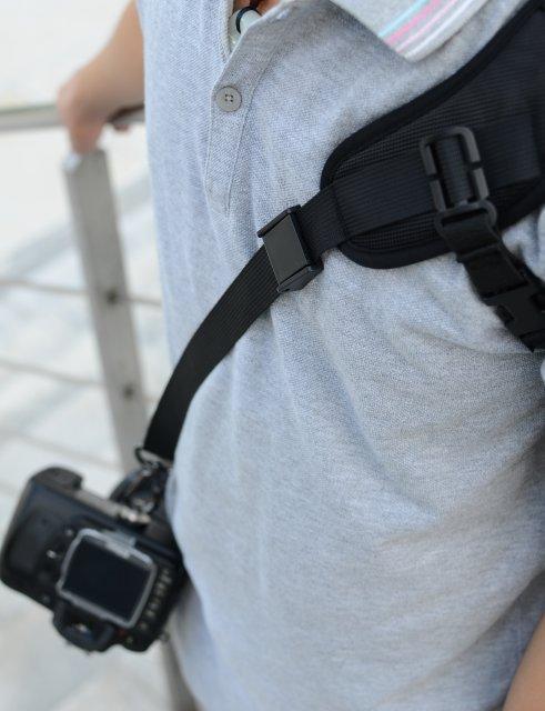 plechevoj remen focus f1 dlja kamery 04 - Плечевой ремень Focus F1 для камеры – быстроразъемный