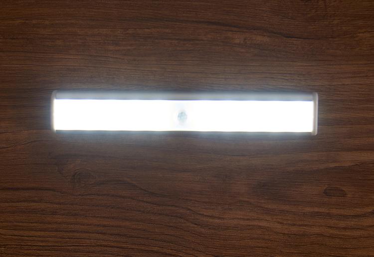 svetodiodnyj usb svetilnik s datchikom dvizhenija 20 svetodiodov 08 - Светодиодный USB-светильник с датчиком движения – 20 светодиодов