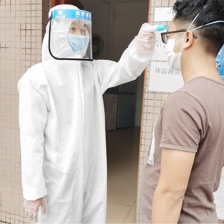 Защитный комплект врача-инфекциониста: защитный костюм + защитный экран пластиковый 251953
