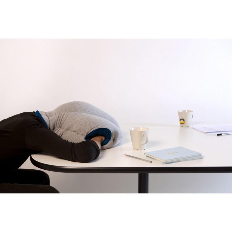 Подушка-страус Ostrich Pillow для послеобеденного сна на работе или отдыха в дороге 197486