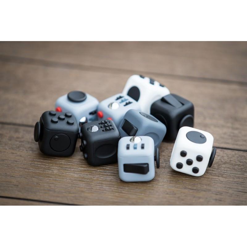Антистрессовая игрушка для неспокойных рук Fidget cube 202199