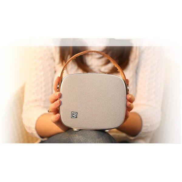 28704 - Портативная Bluetooth колонка Remax M6: 5Вт, гарнитура, 6 часов непрерывной работы, Bluetooth 4.1, NFS, iOS/ Android
