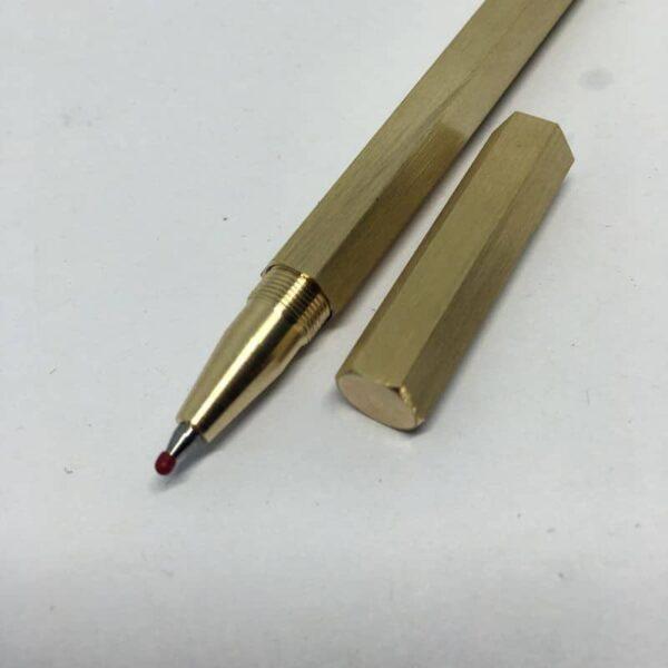 38272 - Металлическая латунная шариковая ручка шестигранной формы: матовая полировка, стержень и чехол в комплекте
