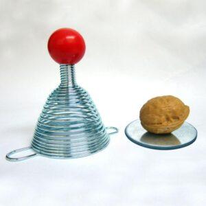 Пружинный орехокол-щелкунчик для всех видов орехов