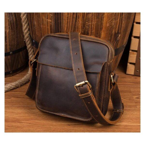 40322 - Мужская плечевая сумка Mantime August из натуральной кожи Crazy Horse